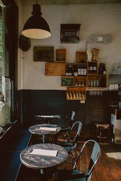 Love This Vintage Style Restaurant With The Wine Crate Shelving Cafe Bar Bakery