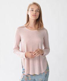 T-shirt manches longues - Hauts - Tendances printemps été 2017 en mode femme chez OYSHO online : lingerie, vêtements de sport, pyjamas, bain, maillots de bain, bodies, robe de chambre, accessoires et chaussures.