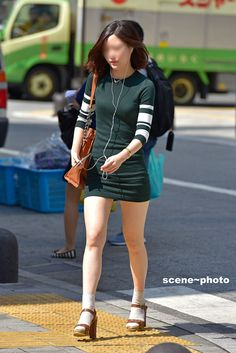 Sexy Asian Girls, Hot Girls, Salma Hayek, Beautiful Legs, Mini Skirts, Punk, Street Style, Lady, Womens Fashion