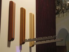 Foldable coat hooks Mounted in order to save space on the wall, an arm with  6 notches for hanger can become folded out.