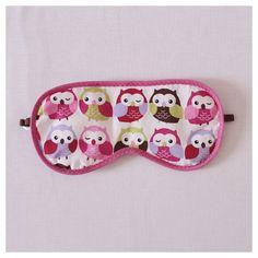 """Máscara de Dormir """"Corujinhas"""" Para que o seu sono seja relaxante a qualquer momento!   Descrição:   Tecido 100% algodão  Enchimento de manta acrílica  Acabamento com viés (rosa pink)  Elástico chato regulável (marrom)   medidas:   20 cm (comprimento)  10 cm (largura)  10g. #máscaradedormir #máscaraparadormir #máscarasdedormir #máscarasparadormir #tapaolho #tapasolhos #evitaclaridade #acessório #acessórios #acessóriodeviagem"""