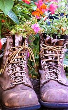 Container Gardening Ideas – Window Planters and Garden Containers Container Gardening, Gardening Tips, Vegetable Gardening, Old Boots, Men's Boots, Cowboy Boots, Riding Boots, Window Planters, Diy Planters