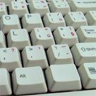 Op het toetsenbord van je computer zitten allerlei symbolen, met name boven de cijfertoetsen en rechts van de lettertoetsen. Deze symbolen hebben alle...
