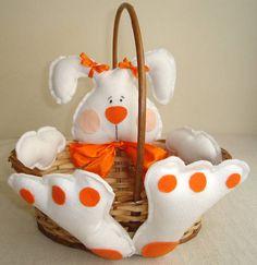 Deixe a sua páscoa mais charmosa com a cesta de bambu tamanho médio, decorada com coelho em feltro. Para colocar ovos de páscoa ou bombons. R$ 30,00