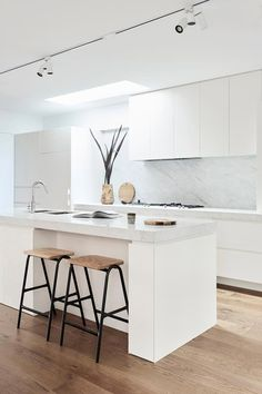 All white kitchen with push-to-open fascia and well-executed shadow line. Great use of sky light with pantry cabinets dropped away from ceiling. A good example of where excluding a bulkhead increases visual space, especially in a smaller kitchen. Modern Kitchen Design, Interior Design Kitchen, Home Design, Design Ideas, Interior Modern, All White Kitchen, White Kitchen Cabinets, Pantry Cabinets, Corner Cabinets