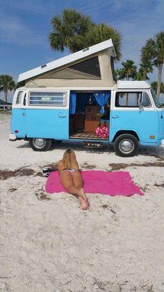 The Power of the VW Bus Photo album of VW Buses and beautiful girls. Go Volkswagen! Volkswagen Transporter, Beetles Volkswagen, Volkswagen Bus, Vw T1, Vw Camper Bus, Vw Caravan, Campers, Combi Vw T2, Combi Ww