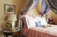 Pink fabric sheets can contrast any brown or antique furniture in a bedroom! Beautiful Bedrooms, Beautiful Interiors, Beige Room, Bedroom Red, French Country Decorating, Or Antique, Decor Styles, Design Styles, Room Inspiration