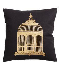 #Kissen #H&M   Kissenhülle aus Baumwolle mit goldfarbigem Druck. Verdeckter Reißverschluss.     Details   100% Baumwolle. Maschinenwäsche 30˚   Art.-Nr.  56-8688