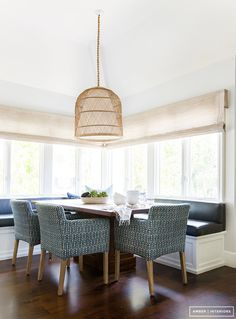 Kitchen eating nook // Love this built in seating with storage