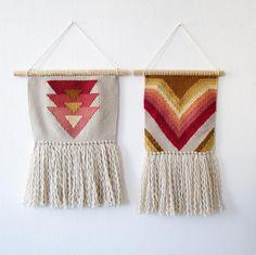 Pelote et Compagnie Navajo Weaving, Weaving Yarn, Tapestry Weaving, Basket Weaving, Hand Weaving, Weaving Designs, Weaving Projects, Crochet Projects, Weaving Wall Hanging