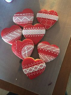 Become a Cookie Decorating Pro in Craftsy's: Designer Cookies Galletas Cookies, Sugar Cookies, Cookies Et Biscuits, Easter Cookies, Heart Shaped Cookies, Heart Cookies, Diy Christmas Garland, Christmas Cookies, Lace Cookies