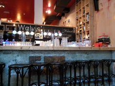 CAFE DE WALVIS - Spaarndammerstraat 516, Amsterdam www.walvis-amsterdam.nl  Prijsniveau: redelijk goedkoop Perfect for: gezellig borrelen, hapje met vriendinnen of de man