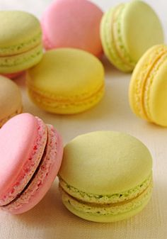 How to make macaroons? Sweet Desserts, Sweet Recipes, Cake Recipes, Dessert Recipes, How To Make Macaroons, Best Cookies Ever, Macaroon Recipes, Food Platters, Biscuit Cookies