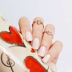 Don't you just love the simple things? This 'ballet slippers' mani by @sonailicious_boutique is simply perfect.