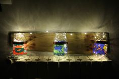 Porta lampada/fiori/oggetti realizzato con barattoli edizione speciale Kraft su tavola di legno antica (da appendere)