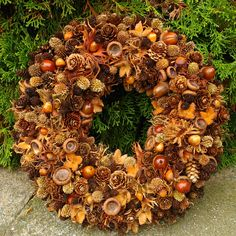 INSPIRATION: Create a beautiful autumn wreath that is almost free of charge. INSPIRATION: Create a beautiful autumn wreath that is almost free of charge. Handmade Christmas Crafts, Christmas Art, Christmas Wreaths, Christmas Decorations, Holiday Decor, Autumn Decorating, Fall Decor, Nature Crafts, Fall Crafts