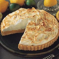 Lemon Pie Recipe - Delicious, sweet, not very complicated. Very cold a pleasure ! - We explain how to prepare this exquisite recipe in a fast, simple and very homemade way pies pies recipes dekorieren rezepte Peruvian Desserts, Peruvian Recipes, Lemon Pie Receta, Just Pies, Delicious Desserts, Yummy Food, My Dessert, Pie Cake, Yummy Cupcakes