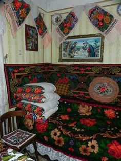 Interior în Bucovina Folk Embroidery, Learn Embroidery, Modern Embroidery, Embroidery Patterns, Beautiful Gif, Embroidery Techniques, Cool Patterns, Traditional House, Folk Art