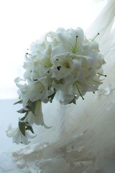 一会15周年記念限定キャンペーンいろいろ キャスケードブーケ ユリのカサブランカで 椿山荘東京様へ : 一会 ウエディングの花