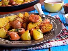 Baked Chicken Sausage with Vegetables Sausage Potatoes, Chicken Sausage, Baked Chicken, Goulash, Gluten Free Chicken, Easy Weeknight Dinners, Mets, Potato Salad, Food And Drink