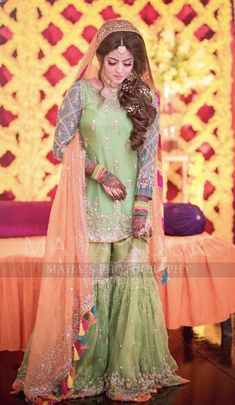 Simple Mehndi Dresses, Bridal Mehndi Dresses, Simple Pakistani Dresses, Bridal Dress Design, Bridal Outfits, Indian Dresses, Pakistani Outfits, Wedding Dresses For Kids, Desi Wedding Dresses