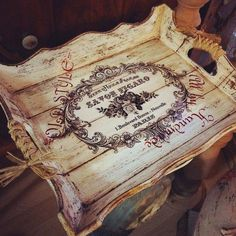 Very beautifully done! Decoupage Vintage, Decoupage Wood, Napkin Decoupage, Decor Crafts, Wood Crafts, Diy And Crafts, Arts And Crafts, Deco Podge, Painted Trays