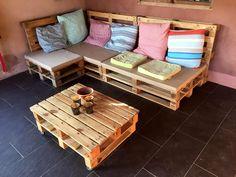 stacked-slim-pallet-sitting-set-with-cushion.jpg 960×720 pixels