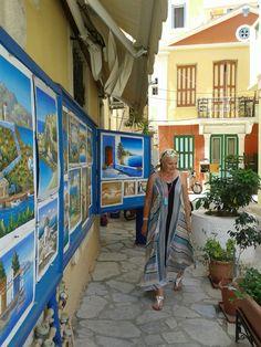 Striking blue paintings in GR