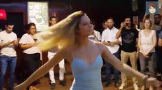 Вот это песня!!! НЕ РВИ МНЕ ДУШУ! ИГОРЬ АШУРОВ.  А какая танцующая девушка!!!