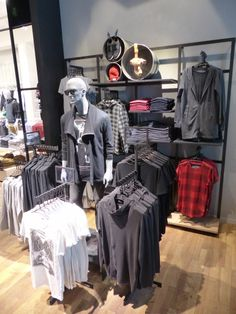 "JACK&JONES,Stuttgart, Germany, ""Floor/Wall Merging As One Display"", pinned by Ton van der Veer"