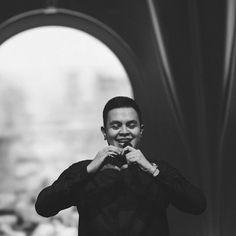 Teman Tulus #IndonesianSinger Perspective Photography, Message Quotes, Man Crush, Crushes, Idol, Singer, Album, Couple Photos, Concert