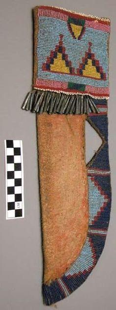 Ножны, Черноногие. Коллекция David I. Bushnell, Jr. (1899 - 1939). Peabody Museum of Archaeology and Ethnology at Harvard University.