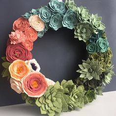 Handmade Home Decor Felt Flower Wreaths, Felt Wreath, Diy Wreath, Felt Flowers, Diy Flowers, Fabric Flowers, Paper Flowers, Wreath Ideas, Flower Colors