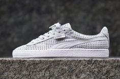 """Puma nous propose le """"Perforated Pack"""" qui réuni la et la States, chacune… Puma Sneakers, Casual Sneakers, Sneakers Fashion, Casual Shoes, Kicks Shoes, Pumas Shoes, Men's Shoes, Fresh Shoes, Sneaker Magazine"""