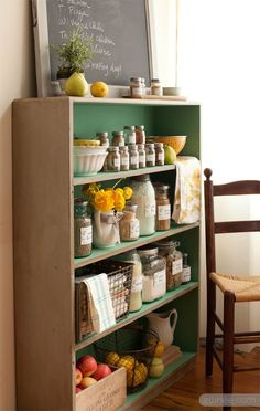 Farmhouse Kitchen Pantry Labels - free printables!  and love the pretty shelf....dreaming