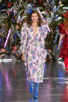 Rodarte Fall 2019 Ready-to-Wear Collection - Vogue Floral Runway Fashion Floral Dress Fashion 2020, Runway Fashion, Womens Fashion, Fashion Trends, Cheap Fashion, Editorial Fashion, Vogue Paris, Valentino, Floral Fashion