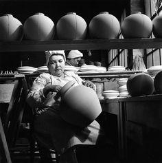 Robert Doisneau - Les porcelaines de la maison Tharaud, Limoges, 1951.