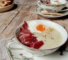 Crema de coliflor con jamón ibérico, huevo duro y un toque de curry   Gastronosfera