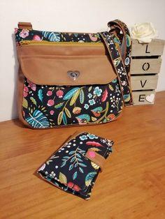 Sac Polka et portefeuille Compère en simili cuir et tissu fleuri cousus par Mel - Patrons Sacôtin