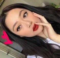 Shimmery and Natural Summer Makeup Shimmery and Natural Summer Makeup - Das schönste Make-up Red Lips Makeup Look, Korean Makeup Look, Red Lipstick Makeup, Eye Makeup, Hair Makeup, Makeup Art, Asian Makeup Looks, Monolid Makeup, Makeup Brushes