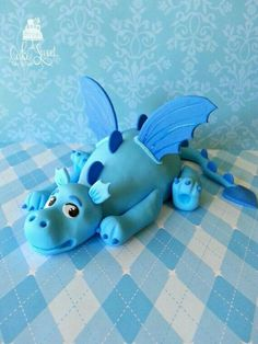 Baby dragon cake topper / fondant by Taleenshop Fondant Cake Toppers, Fondant Figures, Fondant Cakes, Cupcake Toppers, Dino Cake, Dinosaur Cake, Dragon Birthday, Dragon Party, Cake Topper Tutorial