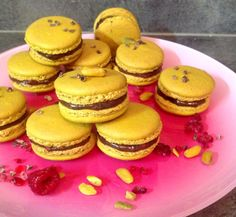 Macarons chocolat, pistache & framboise
