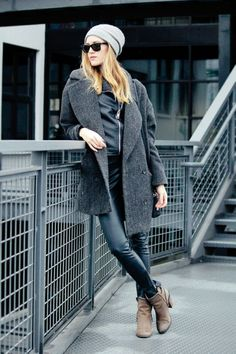 38 Oversized Wool Coat and Boots for Your Winter Style #Fashion  http://seasonoutfit.com/2018/01/05/38-oversized-wool-coat-and-boots-for-your-winter-style/