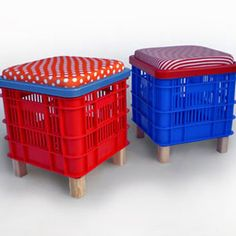 Recycled Home Decor - Handmade Home Decor - The Daily Green. Would be great for storage and perfect for a kid room Milk Crate Storage, Crate Shelves, Diy Storage, Storage Ideas, Milk Crate Seats, Storage Chair, Recycled Home Decor, Handmade Home Decor, Recycled Crafts