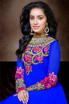 Buy Shraddha Kapoor's earring in Jumkey.com