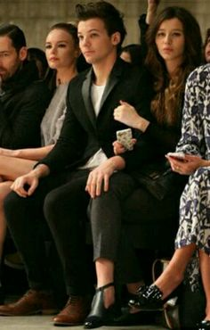 New Elounor pics (: okay honestly, i love how his hand is on her knee...so adorable xx