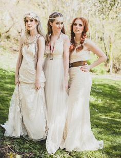 Browse our selection of Boho bridesmaid dresses! Today I am bringing along a beautiful post for all of Boho bridesmaid dresses Your sale dress will look Empire Style Wedding Dresses, Bohemian Style Wedding Dresses, Bohemian Bridesmaid, Vintage Bridesmaid Dresses, Bridesmaid Dress Styles, Wedding Dresses For Sale, Boho Wedding, Trendy Wedding, Wedding Vintage