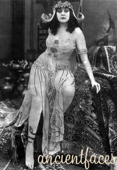 """""""Theda Bara a silent film actress popularly known as """"The Vamp."""" One of Hollywood's first major movie stars, she become a sex symbol in the first few decades of the """"To be good is to be forgotten. I'm going to be so bad I'll always be remembered. Burlesque Vintage, Vintage Hollywood, Classic Hollywood, Vintage Glamour, Vintage Beauty, Vintage Fashion, Divas, Silent Film Stars, Movie Stars"""