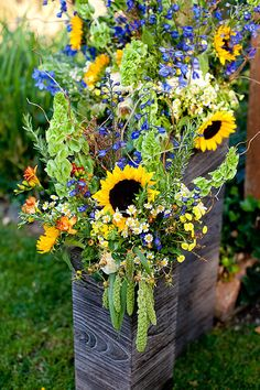 we like this idea for the big urns at the front like in Shelley's wedding.
