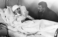 """Survivors : William """"Bill"""" Foulkes (Manchester United FC, 1951–1970, 566 apps, 7 goals) speaks to the injured Dennis Viollet (Manchester United FC, 1953–1962, 259 apps, 159 goals) in hospital after the Munich Air Disaster in 1958."""